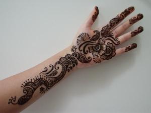 Simple Mehandi Art for Hands